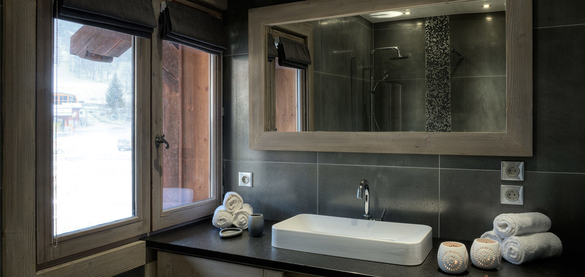 Chalet Boulangerie bathroom