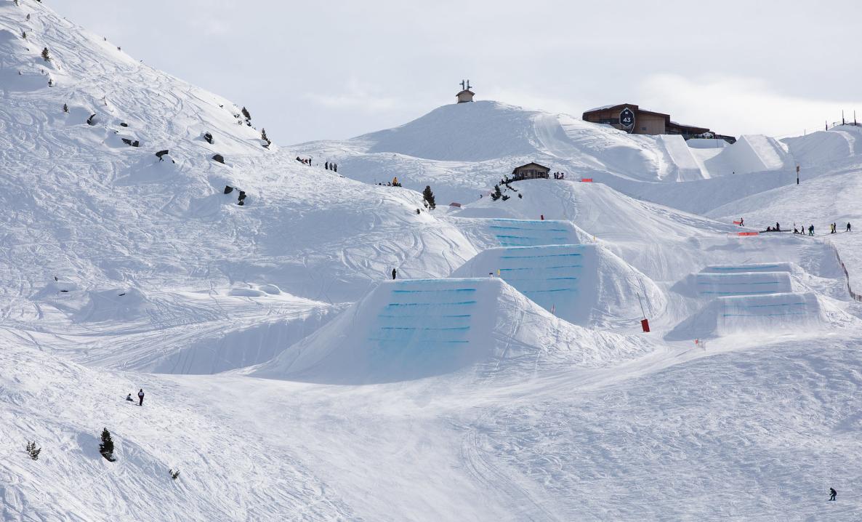 Snowboarding in Meribel